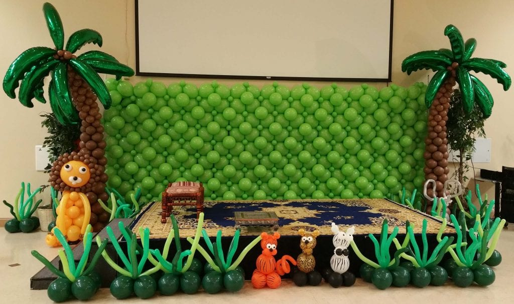 Jungle Stage Balloons and balloon wall
