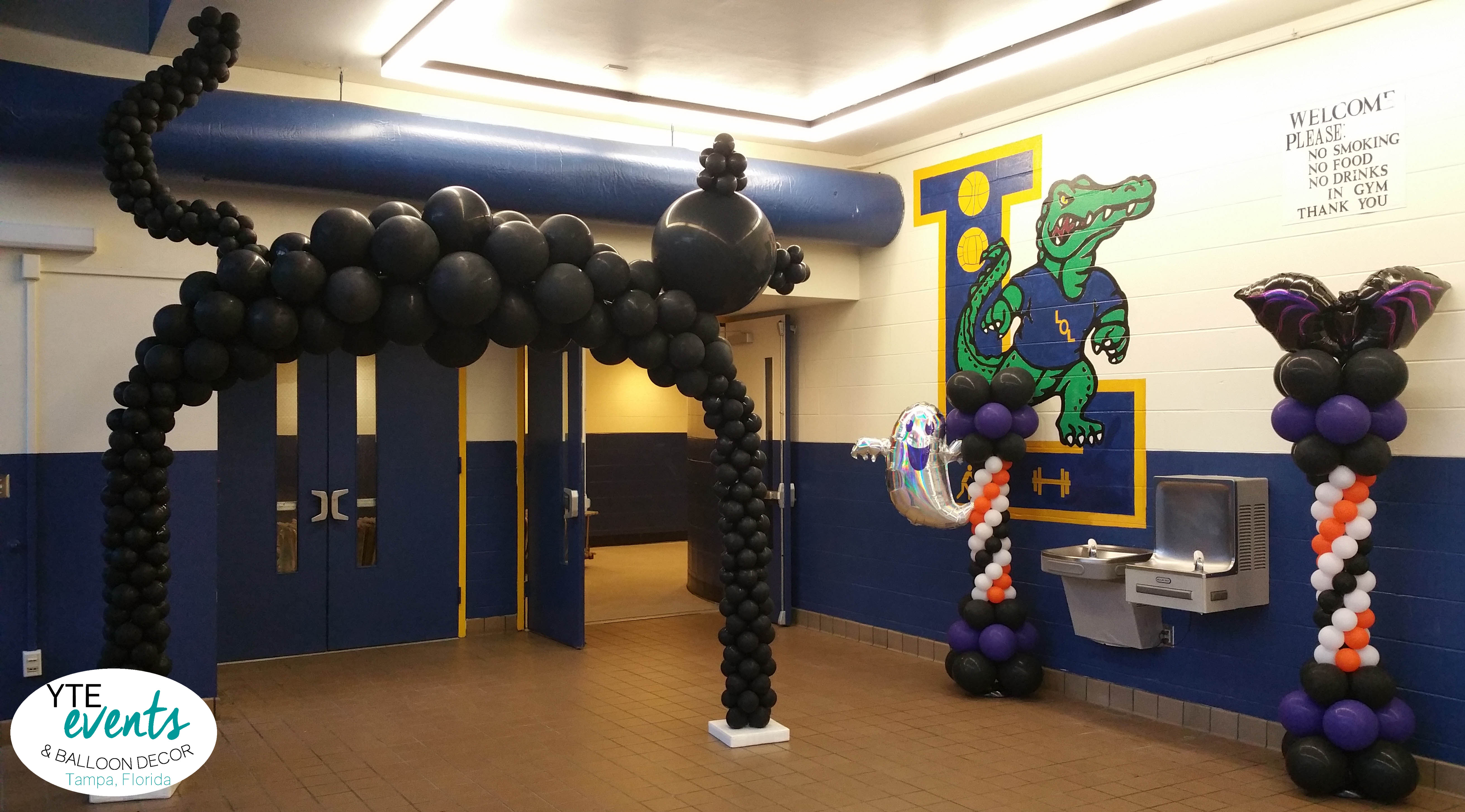 Land O Lakes High School Homecoming Dance Fright Night Balloon Arch Cat and Columns