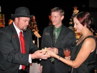 Magician doing magic in Tampa florida for cocktail hour