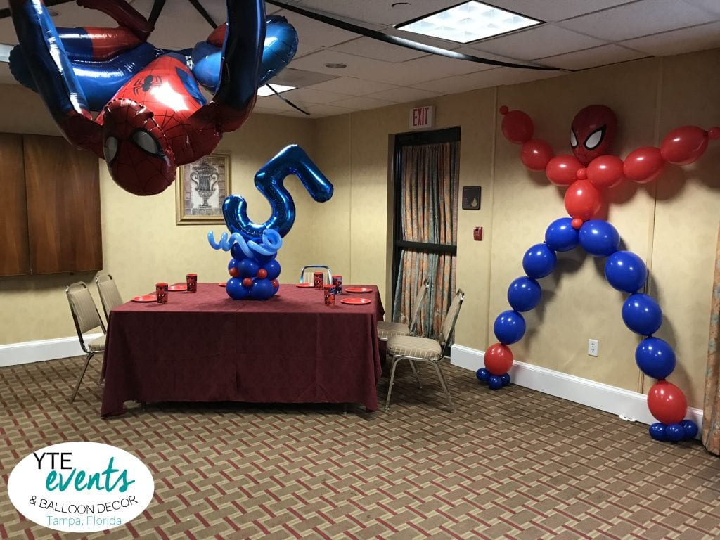 Spiderman balloon decor for 5th birthday party